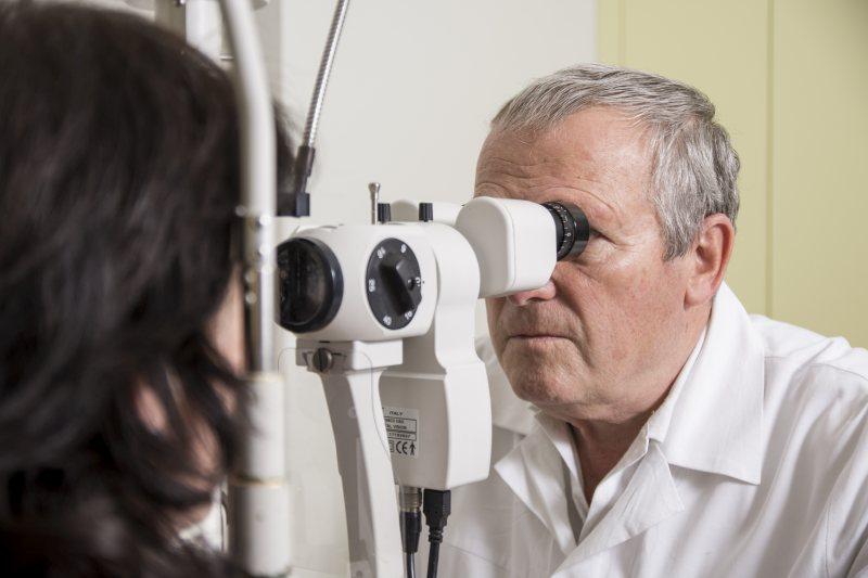 szemész szolgálatban a látás mínusz összehasonlítása